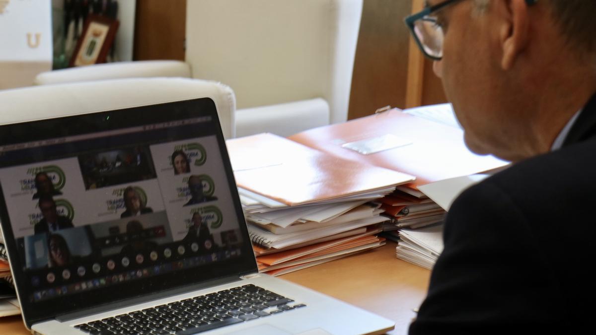 El rector en la reunión virtual de esta mañana