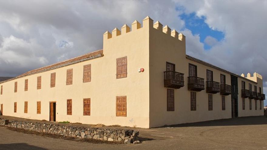 La Casa de los Coroneles acoge dos exposiciones de artistas canarios