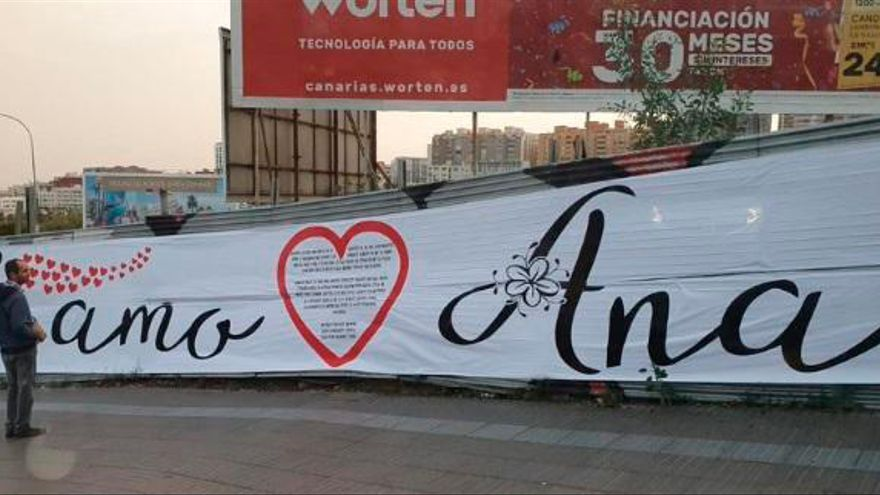 """Cuando San Valentín se te va de las manos: Un kilométrico """"Te amo Ana"""" en una rotonda"""