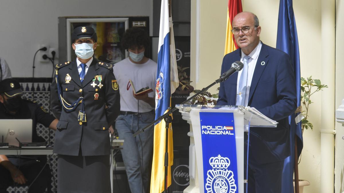 El delegado del Gobierno en Canarias, Anselmo Pestana, este lunes en el acto de jura de la Policía Nacional