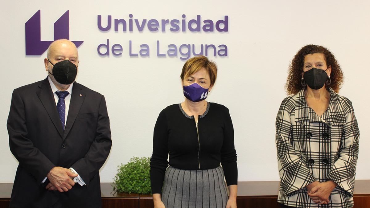 De izquierda a derecha: Miguel Concepción, Rosa Aguilar y Milagro Luis Brito.