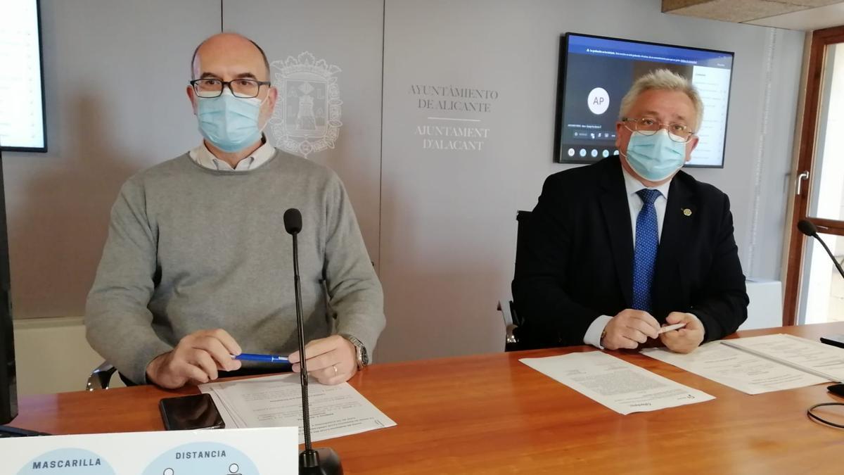 Manresa (Cs) y Villar (PP), durante la rueda de prensa posterior a la Junta de Gobierno