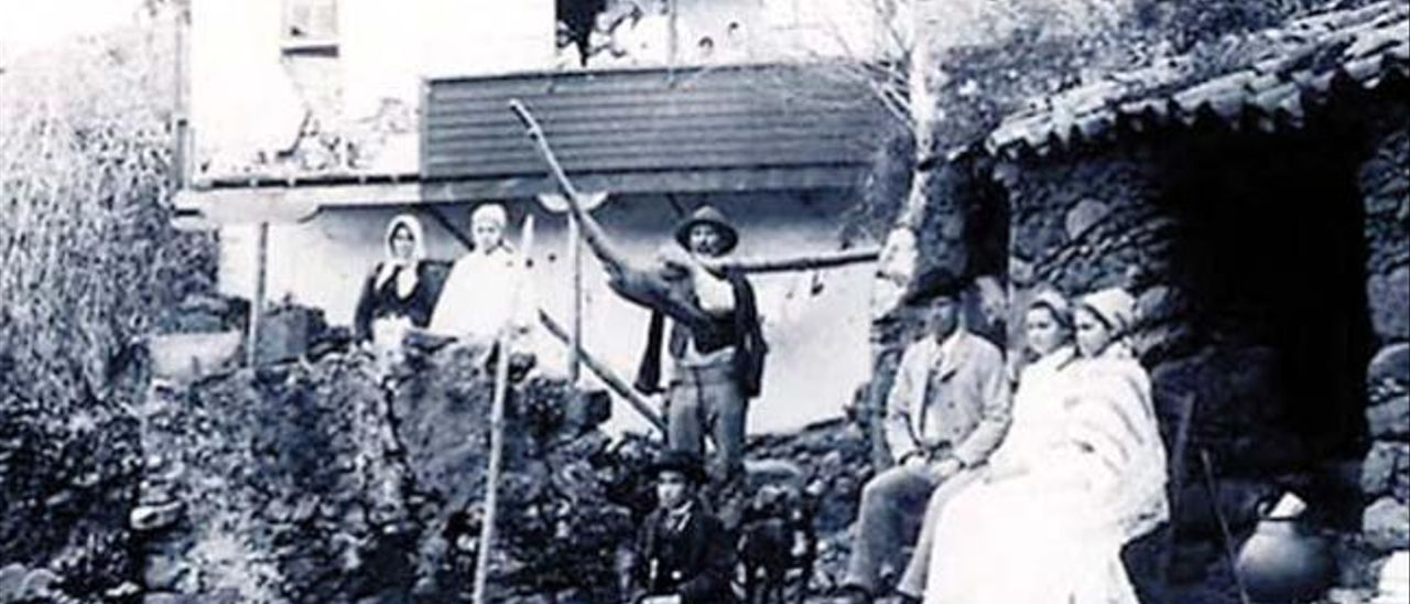 Una imagen campesina de un barrio de la Vega de San Mateo a comienzos del siglo XX.