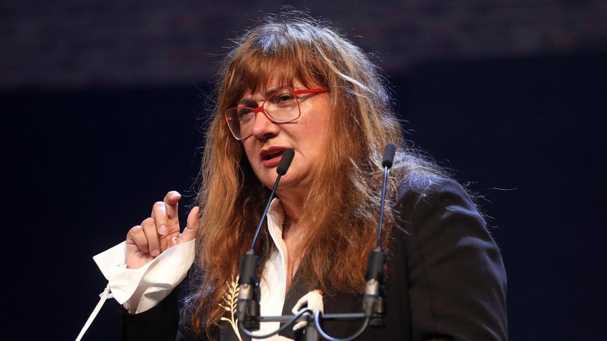 Isabel Coixet interviene durante la gala inaugural de la Seminci.