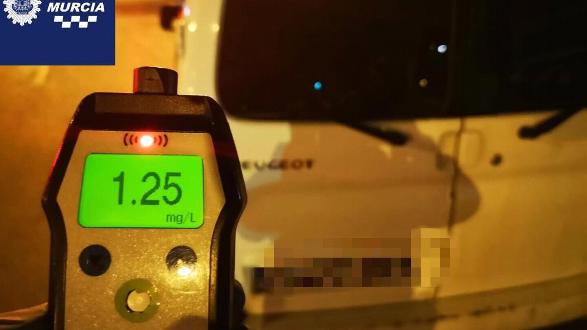 Detenido por conducir una furgoneta quintuplicando la tasa de alcohol en Murcia