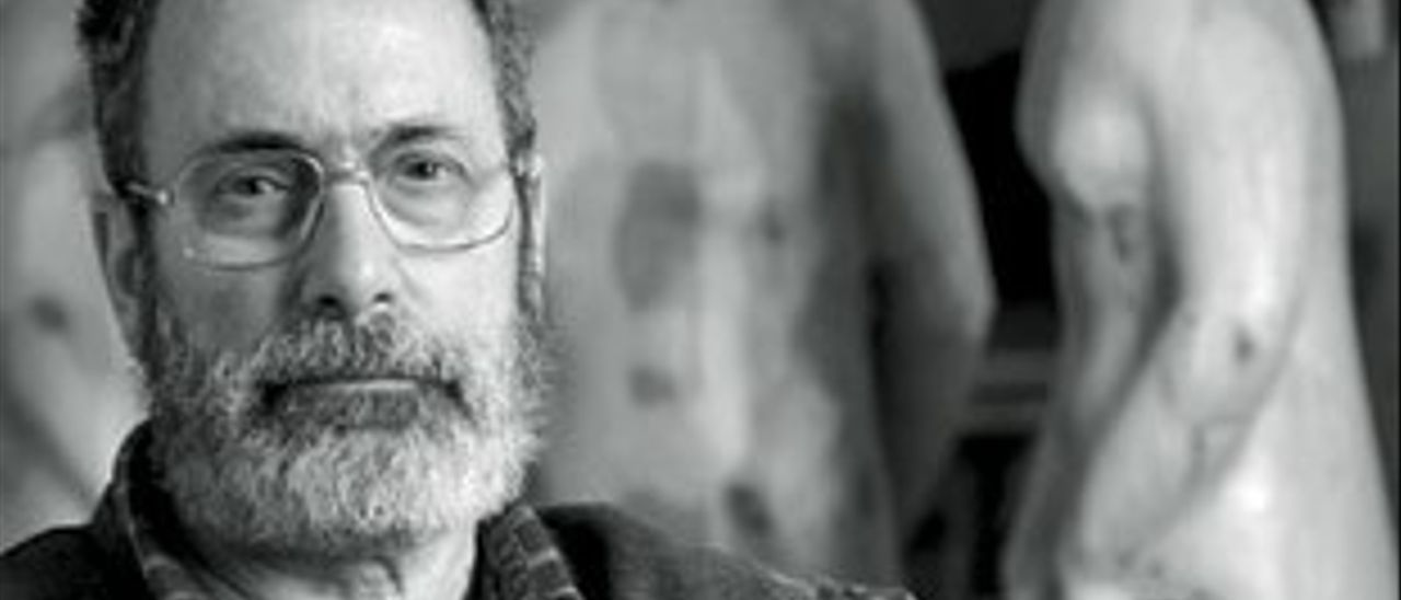 El escultor Félix Reyes.