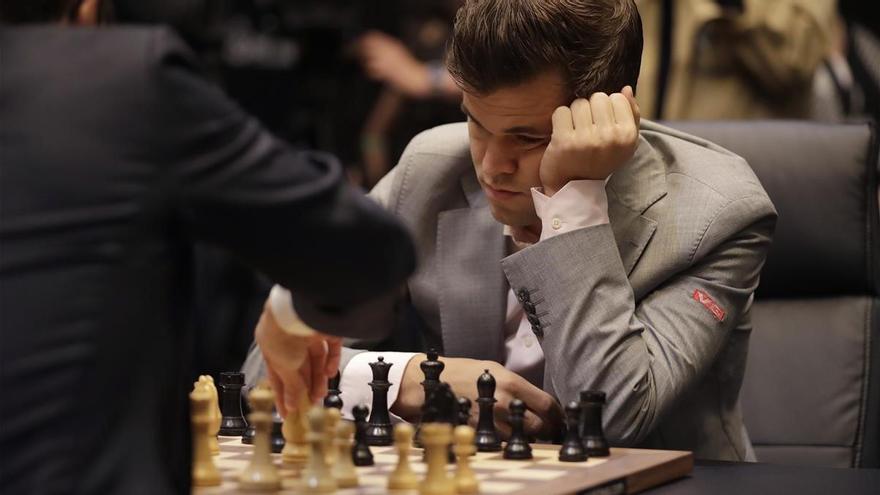 Carlsen, favorito ante Caruana en el desempate del Mundial de ajedrez