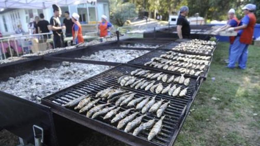 Un bando municipal regula las sardiñadas y churrascadas de la noche de San Juan