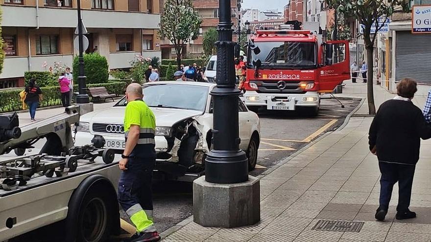 Una conductora vuelca con su coche en el Cristo tras chocar contra una barandilla