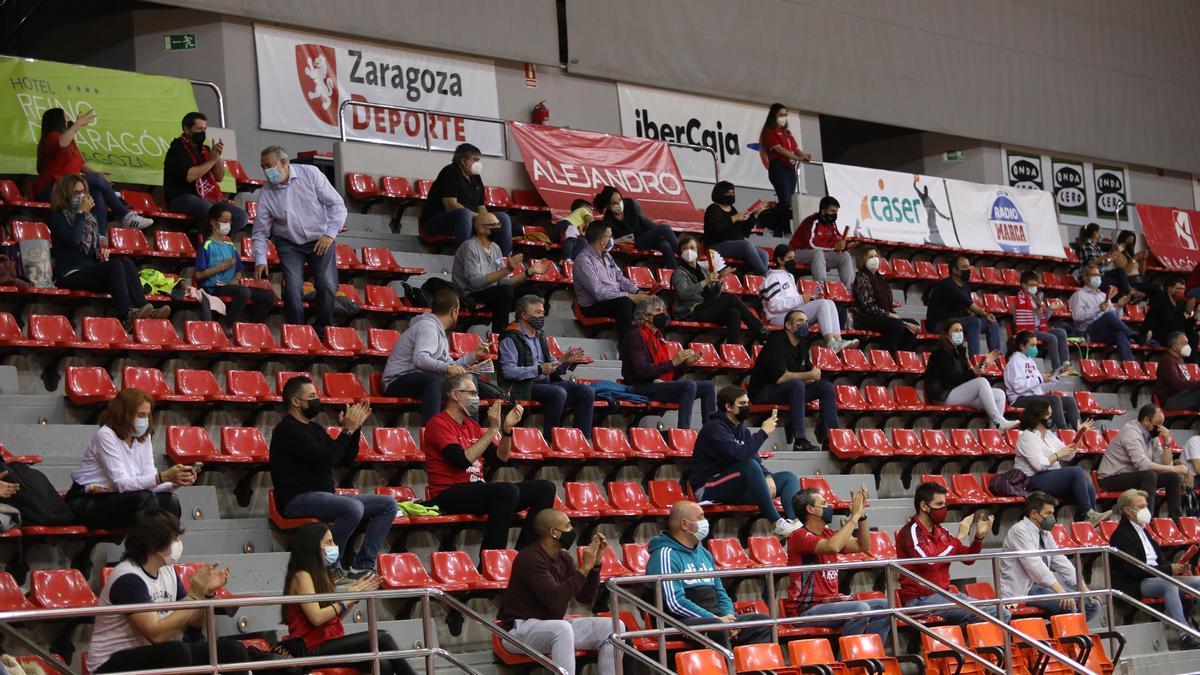 Aficionados para ver el Casademont-Dinamo Sassari de Champions.