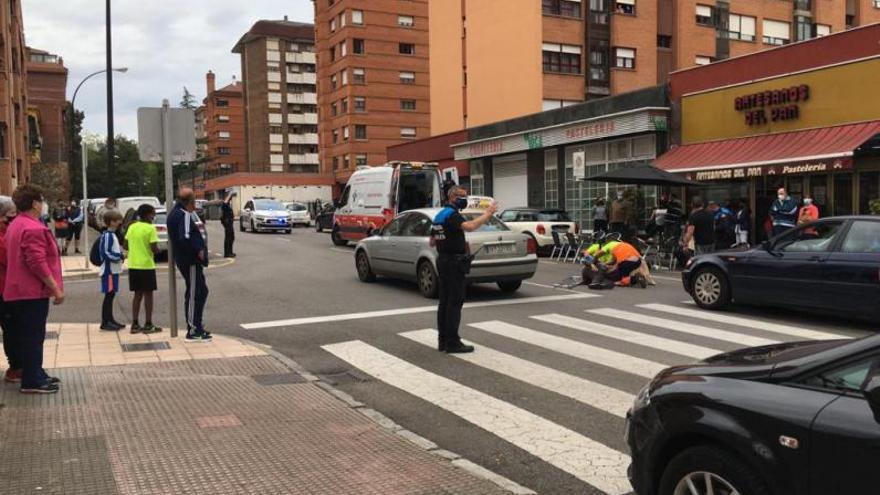Dos heridos en un atropello en Avilés y en un vuelco en Vegarrozadas