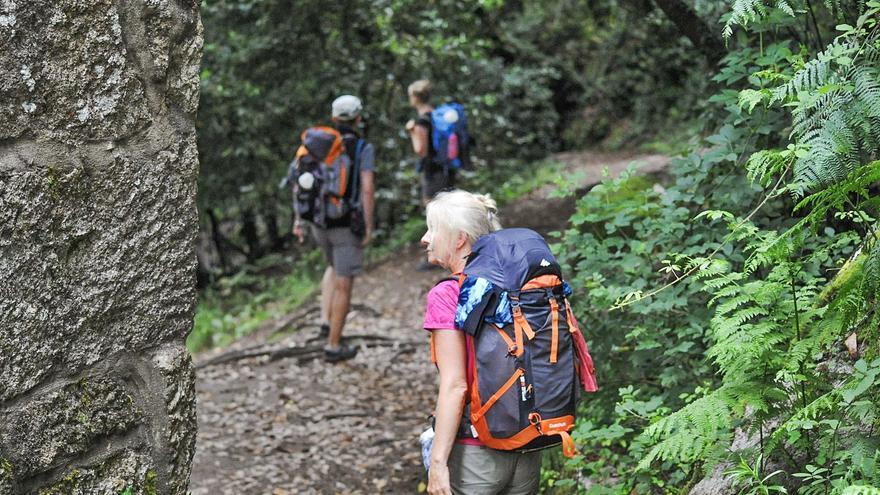 O Salnés desembarca de lleno en Fitur y se cuelga la mochila del Camino de Santiago