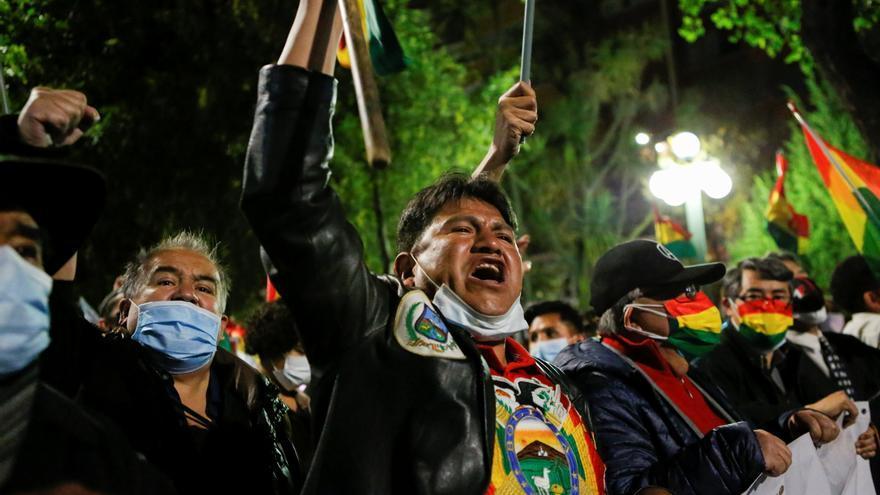 Miles de personas denuncian el asedio del oficialismo en Bolivia