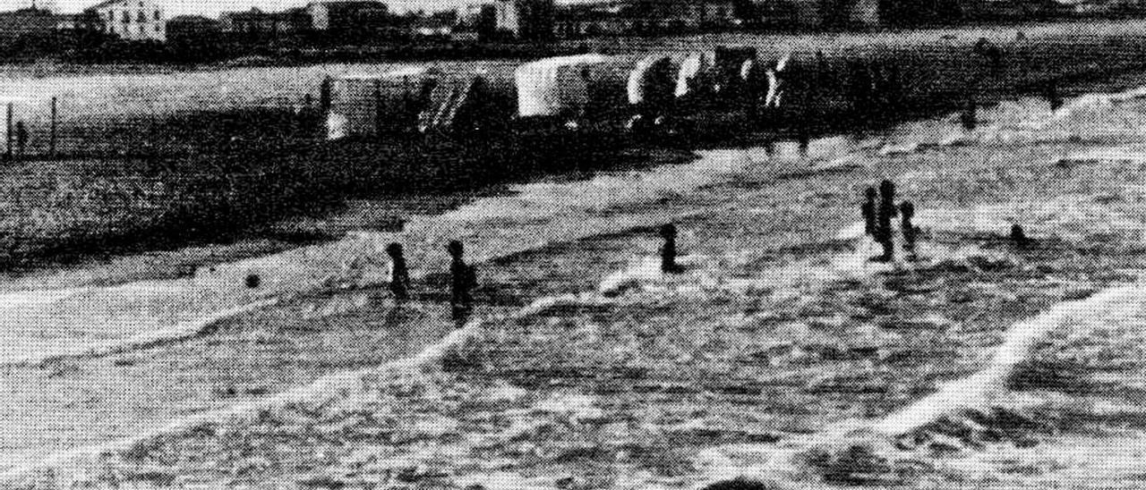 Vista de la platja del Port de Sagunt a principis del segle XX.   LEVANTE-EMV
