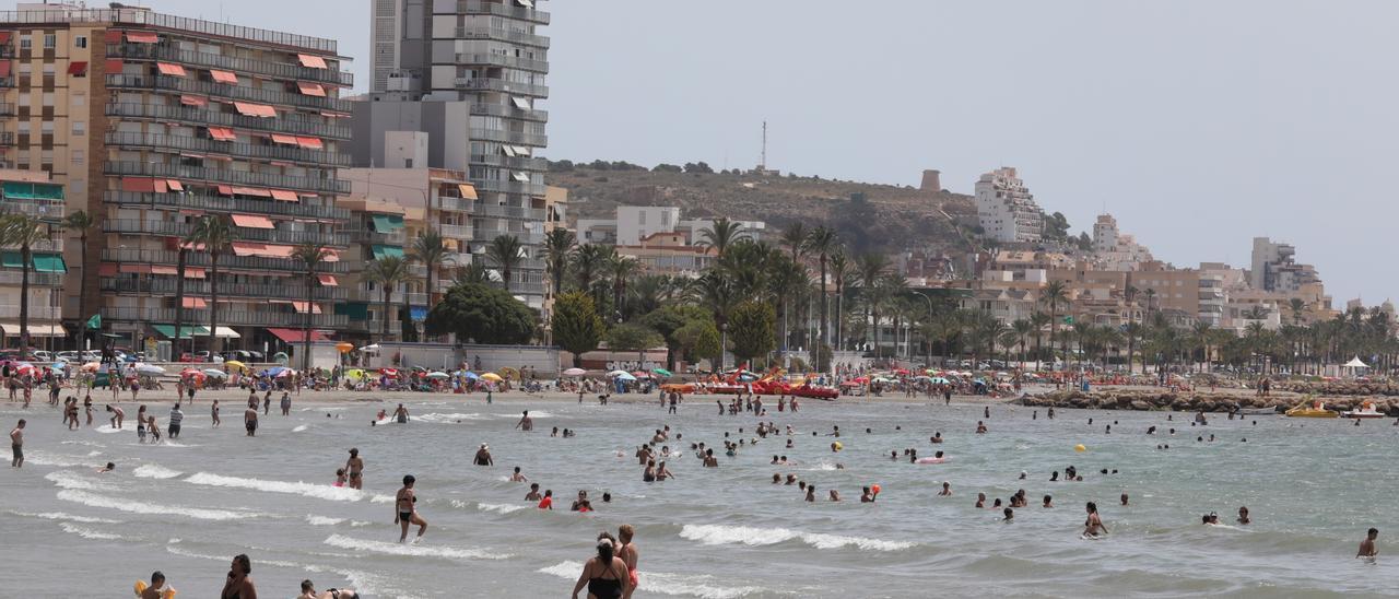 Una de las playas de Santa Pola en este temporada estival