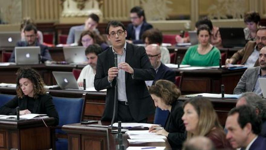 Tourismusminister erklärt im Ausland die Regeln gegen Tourismusexzesse