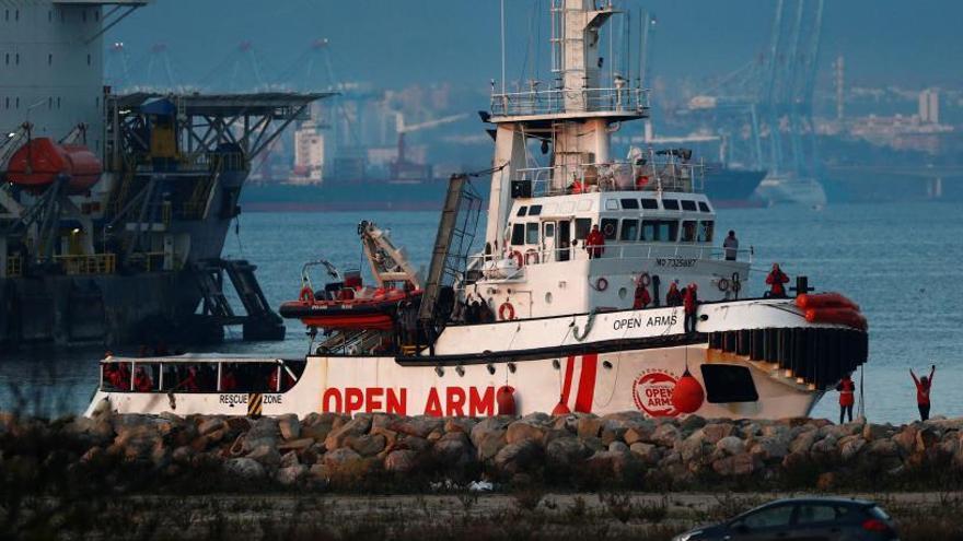 L'Open Arms salpa des d'Algesires cap a Barcelona després de desembarcar 300 immigrants