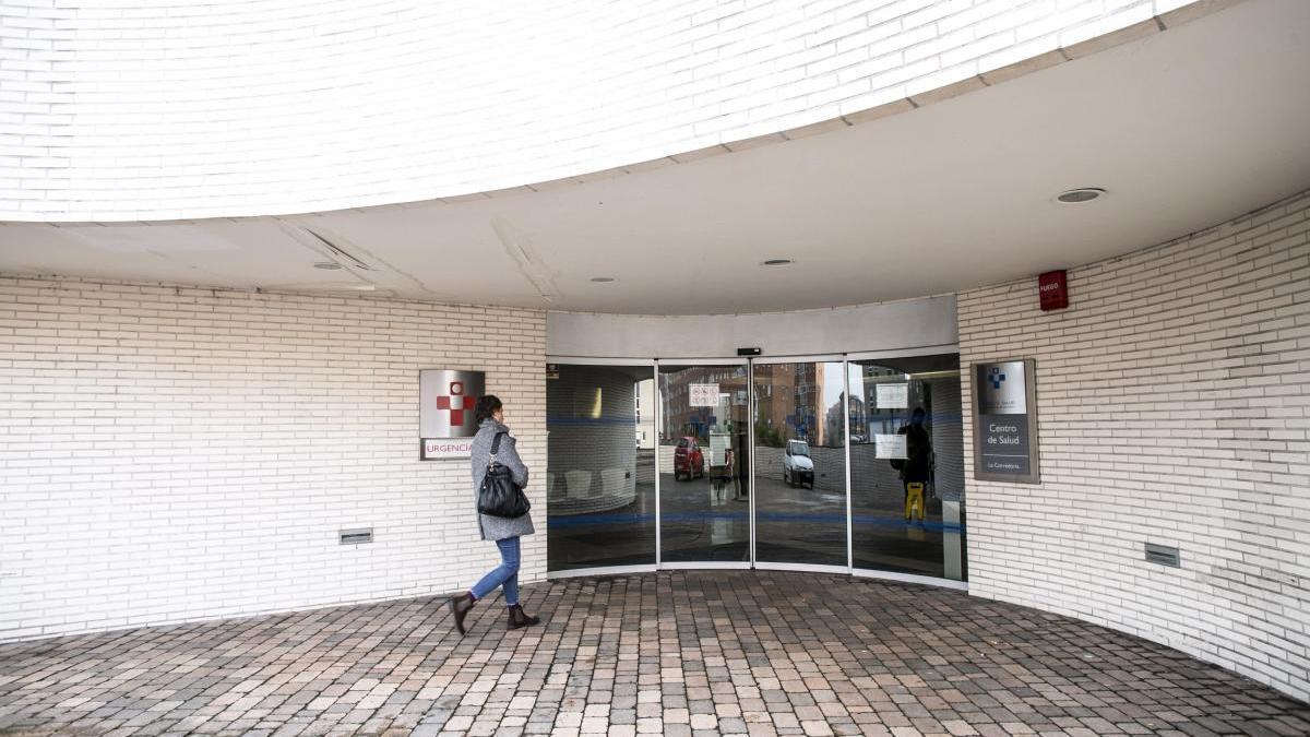 Una explosión en el centro de salud de La Corredoria pone en alerta a los vecinos