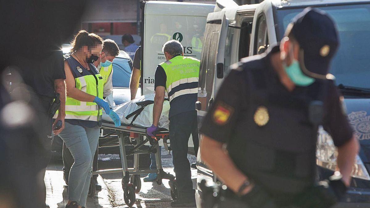 Los dos presuntos autores del crimen fueron detenidos junto al cadáver de su víctima. | FERNANDO BUSTAMANTE