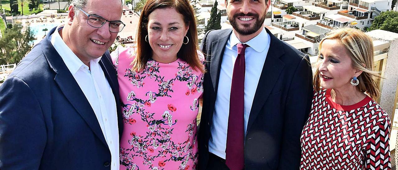 Poli Suárez, Astriz Pérez, Pablo Casado y Australia Navarro, en una visita del líder a Gran Canaria en 2019. | | Y.SOCORRO
