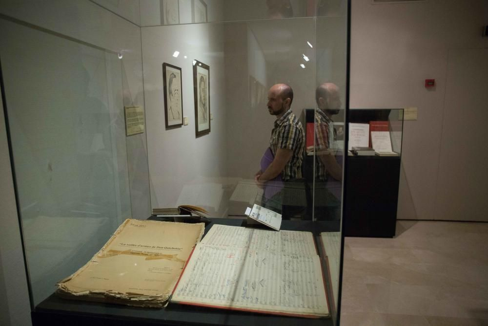 La exposición incluye ediciones del libro que datan del siglo XVII