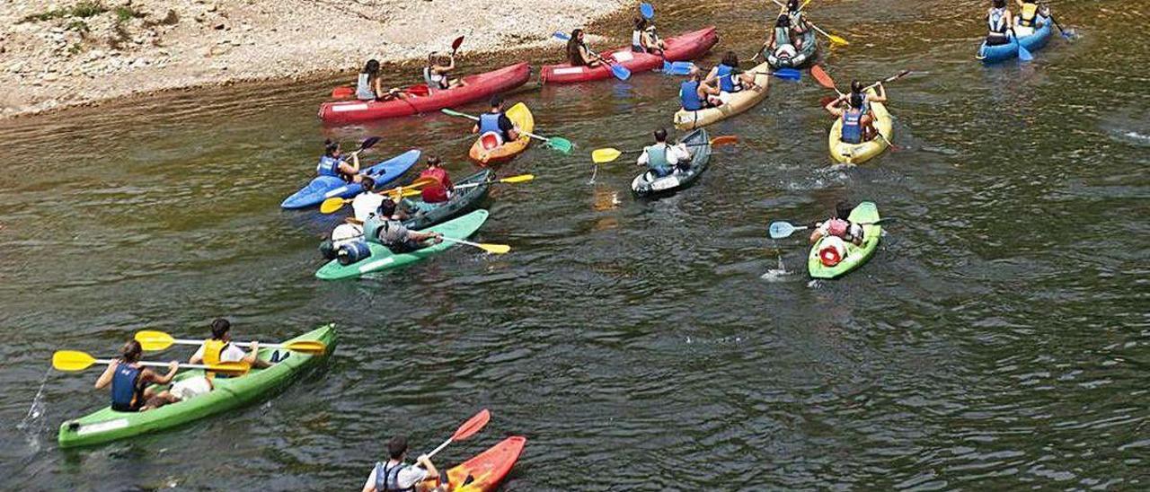 Turistas bajando el río Sella este verano.