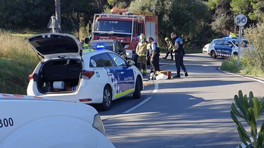 Un motorista ferit greu en un accident a la carretera del Port de la Selva