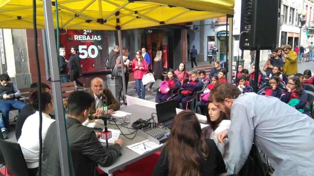 'De Palique', programas de radio desde la calle Triana