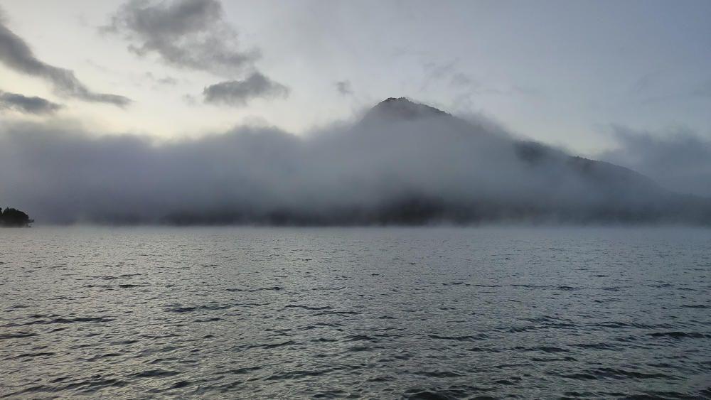 Onze graus i l'aigua fumejant a la Baells.