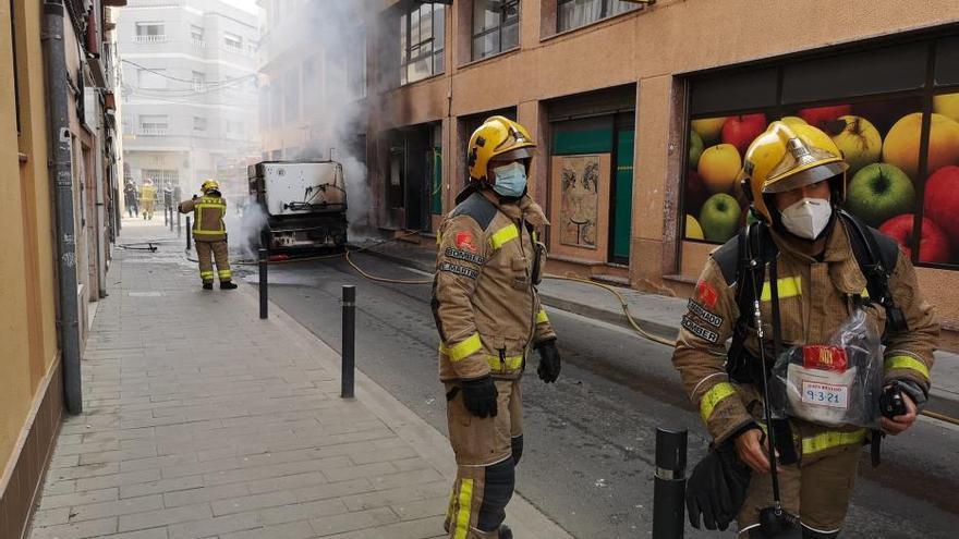 Incendi d'una màquina de neteja i afectacions a un supermercat de Palamós