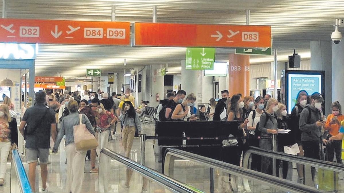 Govern y hoteleros habían pedido mayores controles a los británicos en el aeropuerto.