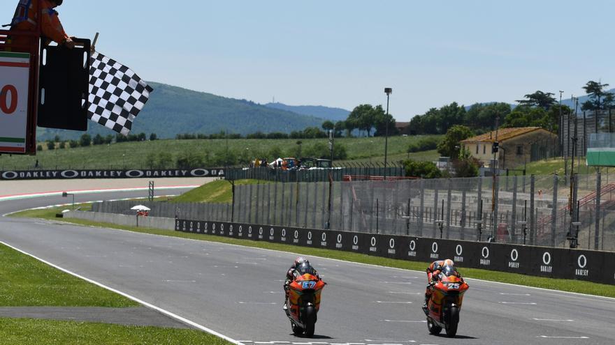El australiano Gardner celebra su fichaje por MotoGP con un triunfo en Moto2 en Montmeló