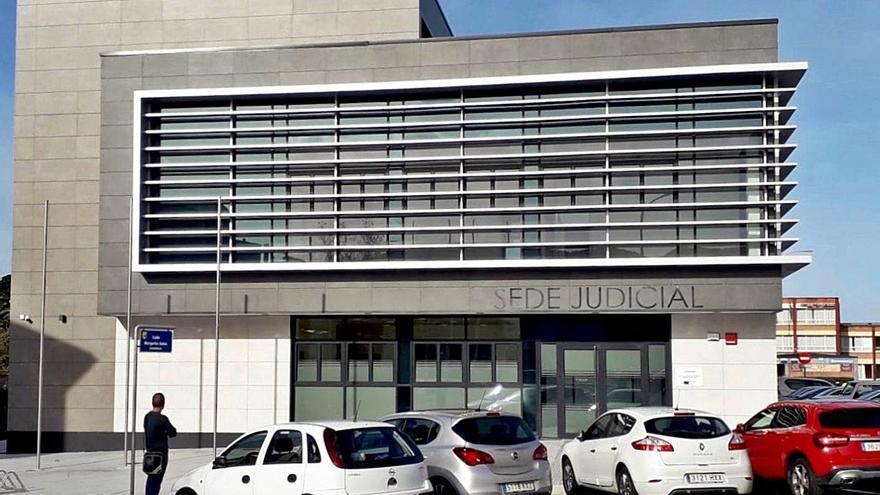 Comienza el traslado del Juzgado de Luarca, que funcionará en la nueva sede el próximo lunes