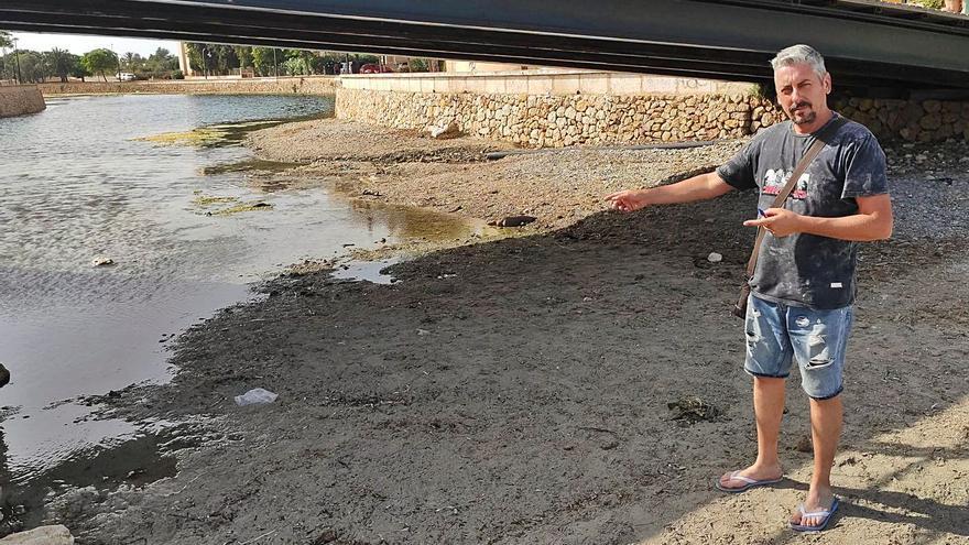 Vecinos de s'Illot recogen firmas por el estado insalubre del torrente