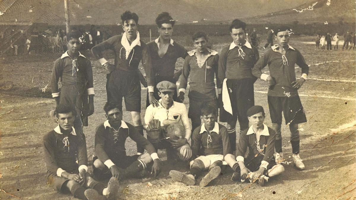 Fotografia del FC Emporium de l'any 1920
