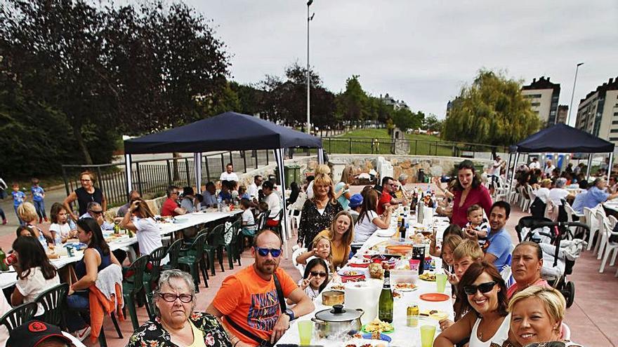 El concejo suspende las verbenas, la comida en la calle y la noche de los fuegos artificiales