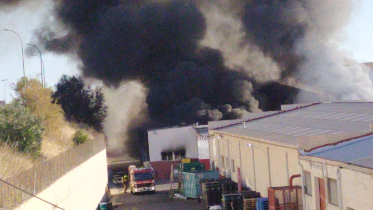 Incendio en una turronera de Xixona