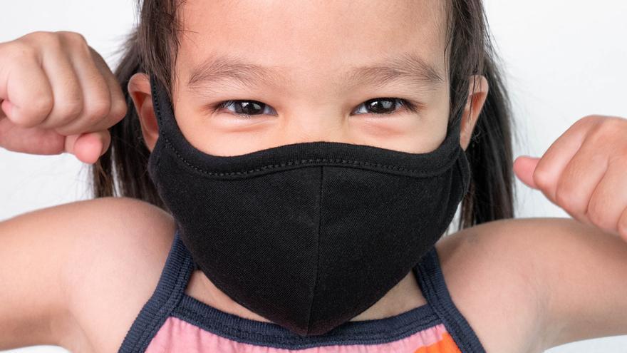 ¿Por qué se recomienda no llevar mascarillas de tela durante más de cuatro horas?