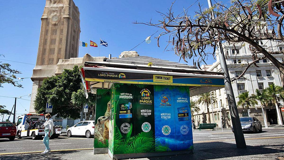 Quiosco ubicado en la plaza de España, frente a la avenida Bravo Murillo, en Santa Cruz de Tenerife.