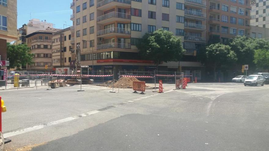 Las obras del nuevo colector de Emaya ocupan parte de la avenida Gabriel Alomar