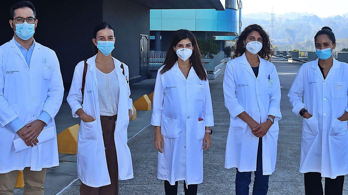 Desde la izq., los profesionales de Cirugía Plástica y Trauma Bruno Gago, Cristina Alonso, Sara González, Cristina Mato e Imelda Castellano.