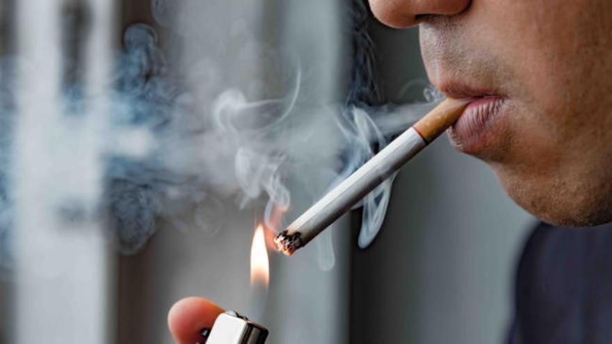 Sanidad alerta: hay más riesgo de contagio por coronavirus entre los fumadores