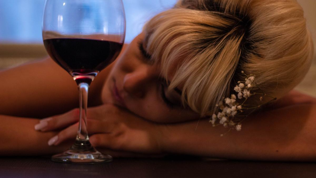 Los refrescos no son saludables por su cantidad de azúcar y el alcohol es tóxico