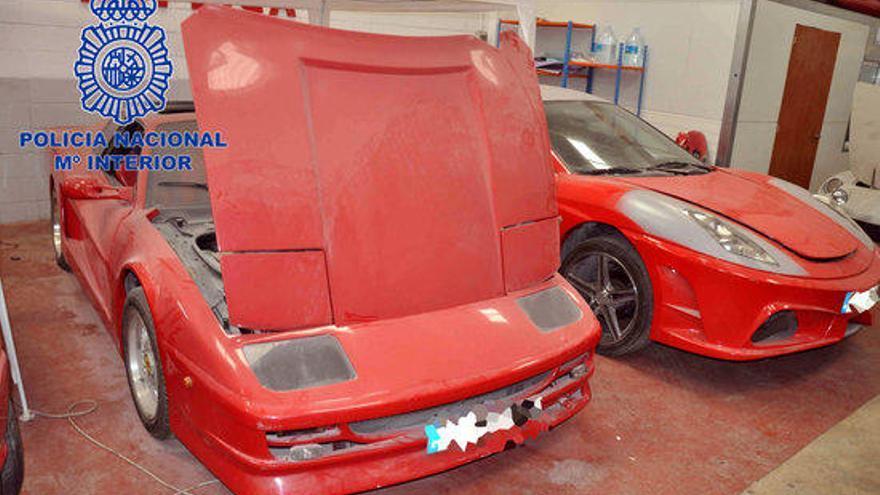 Tres detinguts i 14 cotxes confiscats en el taller clandestí de falsos Ferrari
