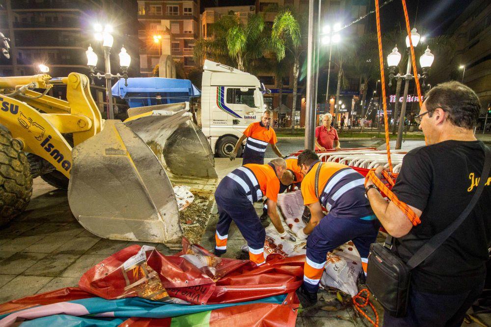 Tras la «Cremá» de los numerosos monumentos fogueriles hemos disfrutado de una ciudad que ha amanecido limpia gracias al trabajo de los equipos de UTE Alicante