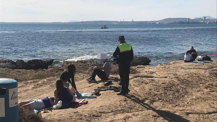 Así ha sido el último operativo policial: 142 denuncias por incumplir el estado de alarma, 20 fiestas y 3 botellones en Alicante