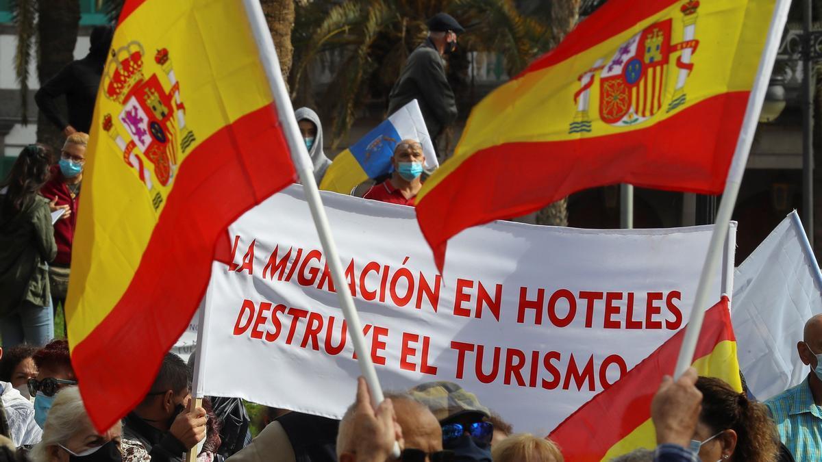 Manifestantes piden en Las Palmas que no se aloje a inmigrantes como turistas