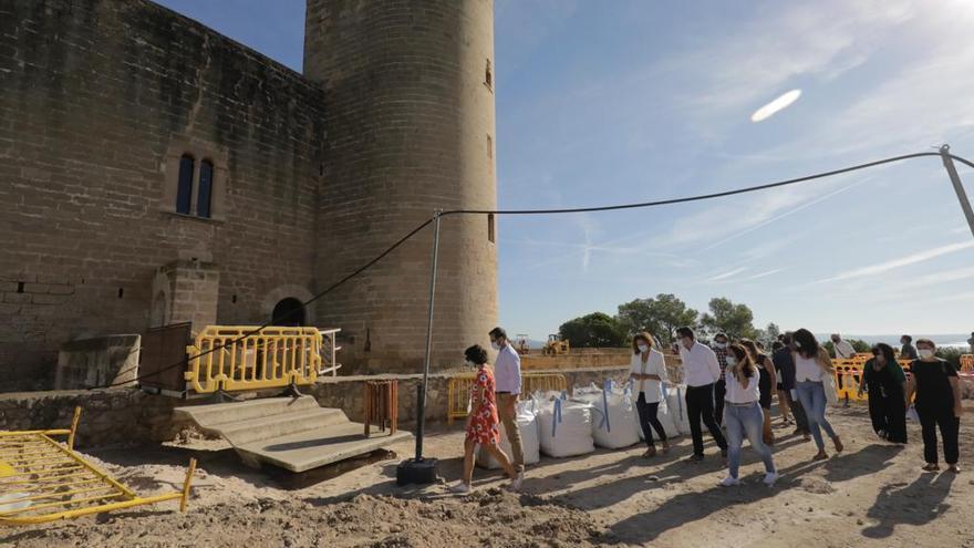 Las obras de rehabilitación en Bellver dejan al descubierto un muro medieval