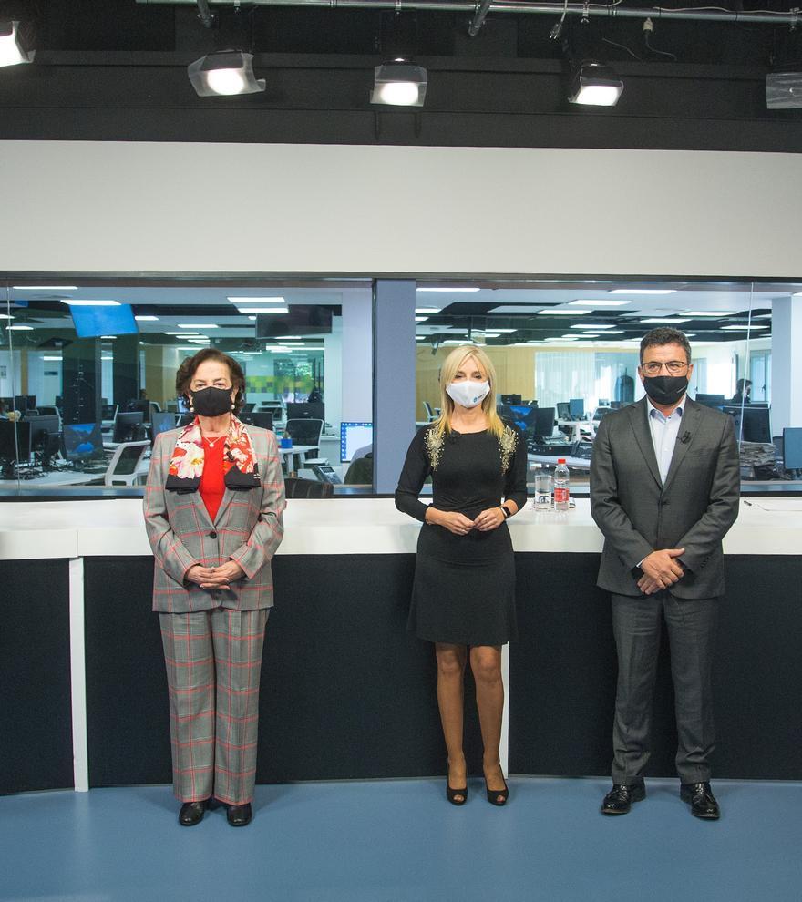 De izquierda a derecha: Manuel Palomar, Carmen Robles, Maite Antón, Toni Cabot y Javier Vidal durante la presentación del libro.