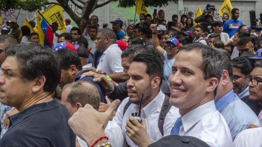 Guaidó reta a Maduro a que lo detenga